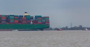 "€ Hamburgs, Deutschland ""am 6. Februar: Containerschiff China-Versand lassen agroundon am 6. Februar 2016 in der Elbe nahe Hambu stockfotos"