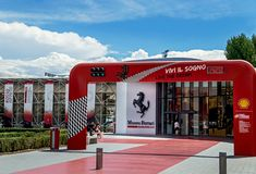 "€ Maranellos, Italien ""am 26. Juli 2017: Haupteingang zu berühmtem, populärem Ferrari-Museum (Enzo Ferrari) Stockfotografie"