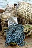 绳索、网和bouys从船坞 库存图片