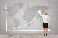 画一个上升的箭头的女实业家,代表企业成长 库存图片