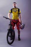一个专业骑自行车者的画象 库存照片