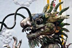 一个中国式喷泉的细节有龙雕塑的 免版税库存图片