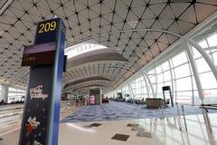一个中场广场在HK国际机场 图库摄影