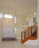 一个二层楼的房子的垂直的图象有楼梯的 免版税库存图片