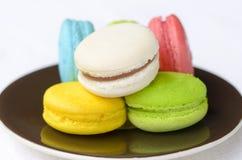 一个五颜六色的蛋白杏仁饼干 免版税库存照片