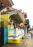 一个五颜六色的街道视图在新奥尔良 免版税库存图片