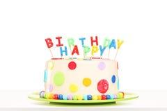 一个五颜六色的装饰的蛋糕的演播室射击与生日快乐的能 免版税图库摄影