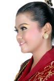 一个亚裔女孩的画象在传统土产部族婆罗洲穿戴了 免版税库存图片