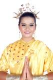 一个亚裔女孩的画象在传统土产部族婆罗洲穿戴了 免版税库存照片
