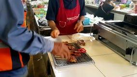 一个人买食物在泰国市场上 股票录像