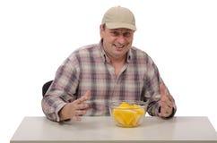 一个人准备品尝黄色西瓜 免版税库存照片