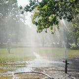 一个人在公园洗澡户外 图库摄影