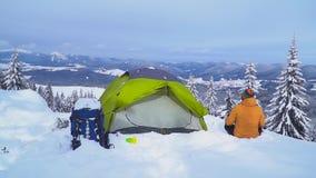 在山的冬天旅行 影视素材