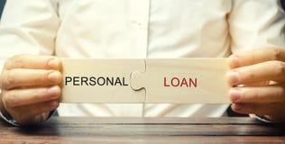 一个人收集与词个人贷款的木难题 贷款由银行发布了对消费者目的个体没有 免版税库存图片