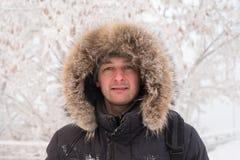 一个人的冬天画象 免版税库存照片