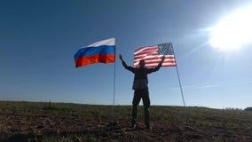 一个人的剪影有美国国旗和俄国沙文主义情绪的他的胳膊 影视素材