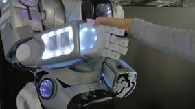 一个人的握手有机器人的