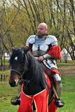 一个人的画象历史服装的,他骑一匹黑马 图库摄影