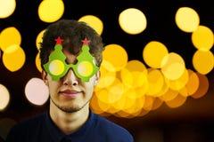 一个人的画象圣诞节玻璃的 免版税图库摄影