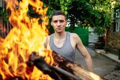 一个人的画象火火焰的  库存照片