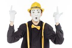 一个人的画象,艺术家,小丑, MIME 展示某事 孤立 免版税库存图片