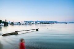 一个人的长的曝光红色的在海滩在Pollonia 免版税库存照片