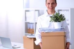 一个人的画象有移动的箱子和其他的 库存照片