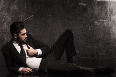 一个休息的商人的充分的身体图片 免版税库存照片