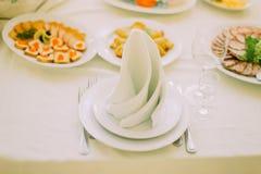 一个优等的事件的表集合-接近在有餐巾的服务的厨具 免版税库存图片