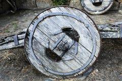 一个传统二轮车黄牛推车的遗骸 免版税库存照片