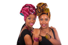 头戴一个传统头巾的年轻美丽的非洲妇女 免版税库存图片