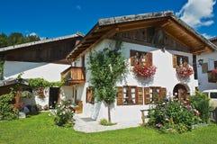 一个传统巴法力亚乡下房子的外部在米滕瓦尔德,德国 免版税图库摄影