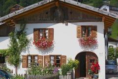 一个传统巴法力亚乡下房子的外部在米滕瓦尔德,德国 库存照片