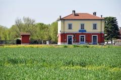 一个伦巴第村庄的小驻地在乡下- Ital 免版税库存图片