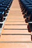 一个体育场的立场,有位子和台阶的 图库摄影