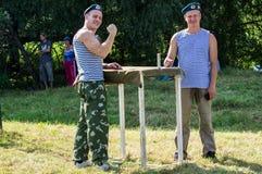 一个俄国军事假日-天的庆祝2016年8月2日的空降兵在村庄Kremenskaya卡卢加州regi 免版税库存图片
