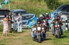 一个俄国军事假日-天的庆祝2016年8月2日的空降兵在村庄Kremenskaya卡卢加州regi 免版税库存照片