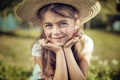 一个俏丽的孩子的夏天画象 库存照片