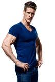 一个健身人的画象蓝色衬衣和牛仔裤的 免版税图库摄影
