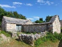 一个克罗地亚历史村庄的废墟 库存照片