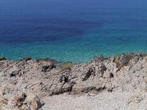 一个克罗地亚小岛的天蓝色的蓝色海岸 库存图片