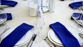一个党的表或一个结婚宴会、装饰概念婚礼的或社交活动 股票录像