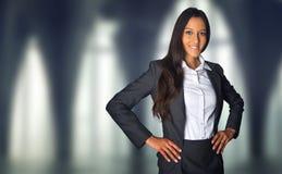 一个公司大厦的成功的女实业家 免版税库存图片
