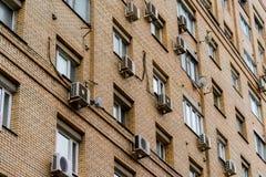 一个公寓的墙壁有空调的 免版税库存照片