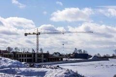 一个公寓的建筑在冬天 免版税库存图片