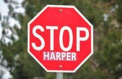 一个共同的停车牌的近景用于停止加拿大保守的领导人史蒂芬・哈珀 免版税库存图片