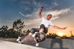 一个具体池的溜冰板者 库存图片