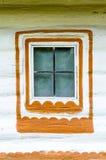 一个典型的乌克兰古色古香的房子的视窗的详细资料 库存照片