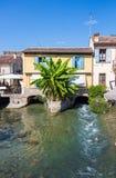 一个典型的意大利中世纪村庄的古老大厦 图库摄影
