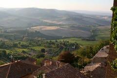 一个典型的意大利村庄 蒙特普齐亚诺 房子屋顶的看法  免版税库存图片